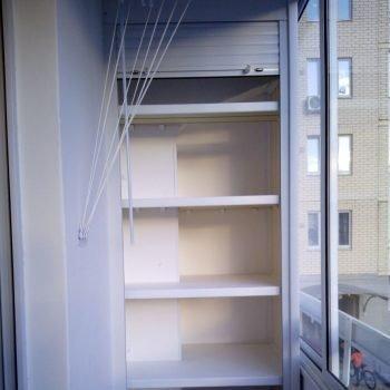 открытый шкаф с рольставни