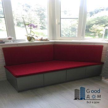 Красный диван для лоджии