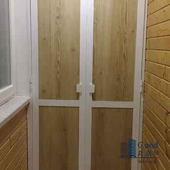 коричневый шкаф на балкончик