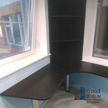 Темный стол для балкона