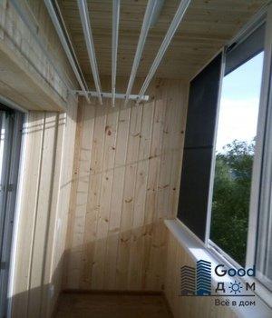 Обшивка балкона деревом