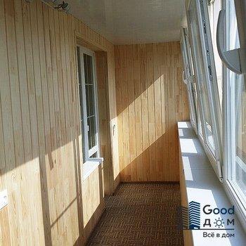 Деревянный балкон в доме