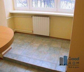 на просторном балконе отделка плиткой пола