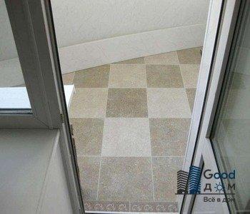 угловой балкон плитка на полу