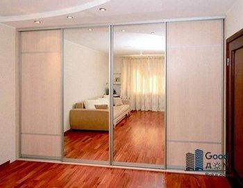 Зеркальный шкаф купе в гостиную