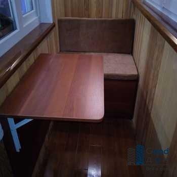 Столик откидной на старом балконе