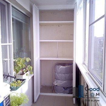 открытый шкаф