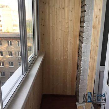 отделка балкона сосновой вагонкой