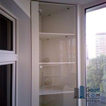 угловой шкаф со стеклом на лоджию