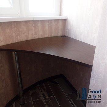 стол темного оттенка