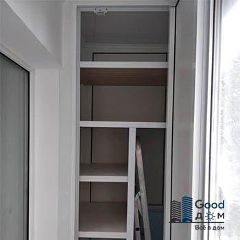 белый шкаф на маленький балкон