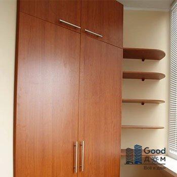 угловой шкаф с открытыми полками для лоджии