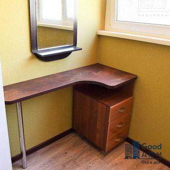 Письменный стол для комнаты