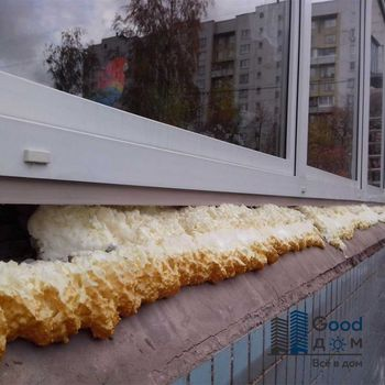 Запенивание окна монтажной пеной