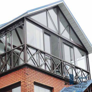 Коттедж с застекленным балконом