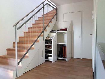 Шкаф под лестницу в доме