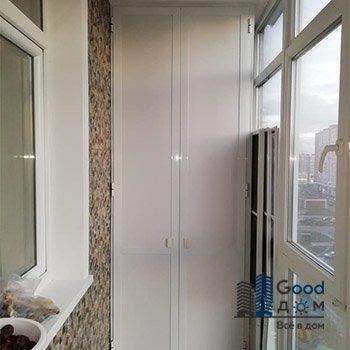 Распашной шкаф на балкон ПВХ
