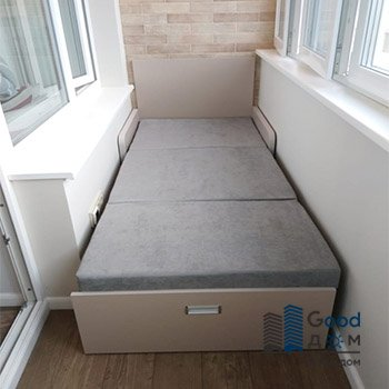 Выкатной диванчик на балкон