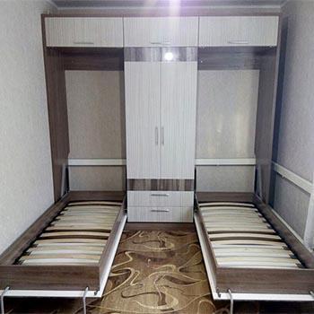 Две вертикально откидные кровати