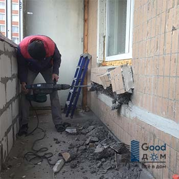 Сбой бетонного выступа под окном